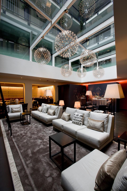 Lobby mit Glasdach klein
