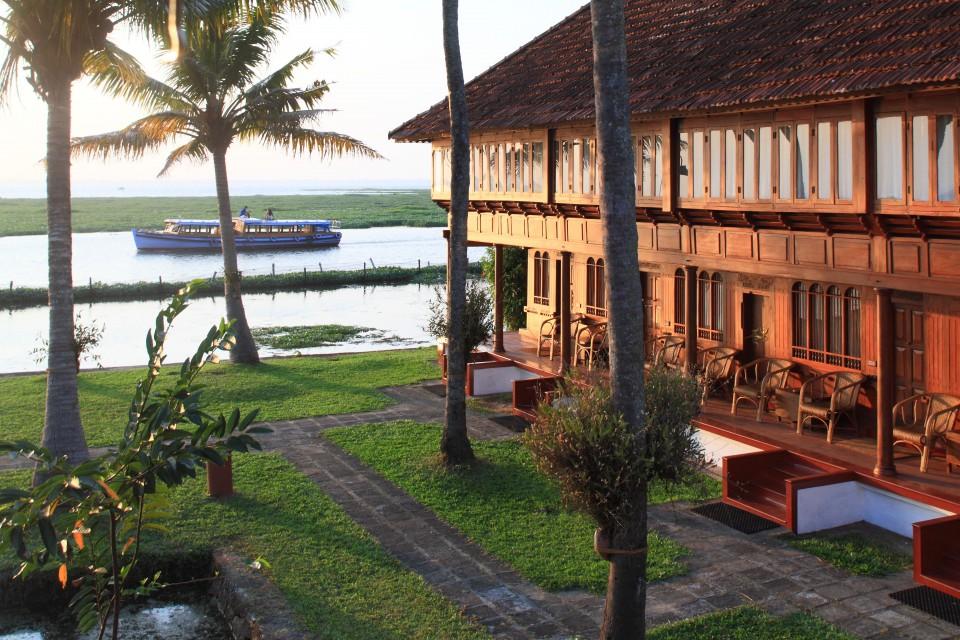 Durch Projekte wie etwa das Anlegen von Reisfeldern und Mangroven Wäldern unterstützt die Hotelkette zum Beispiel das Wasser-Ökosystem der Cocunut Lagoon.