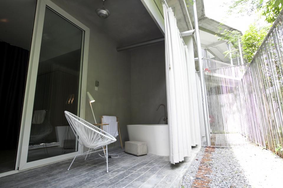 Deluxe Suite Garden Bathroom 2