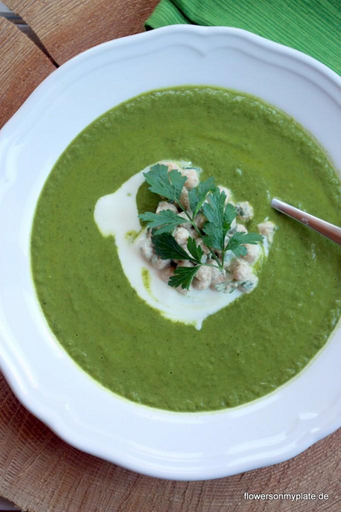 Brokkoli-Grünkohlsuppe-mit-Kichererbsen-by-flowers-on-my-plate1
