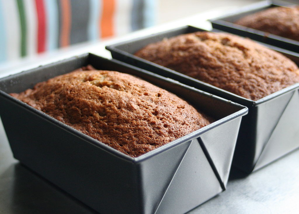 1024px-Three_banana_bread_loaves_in_tins,_February_2010