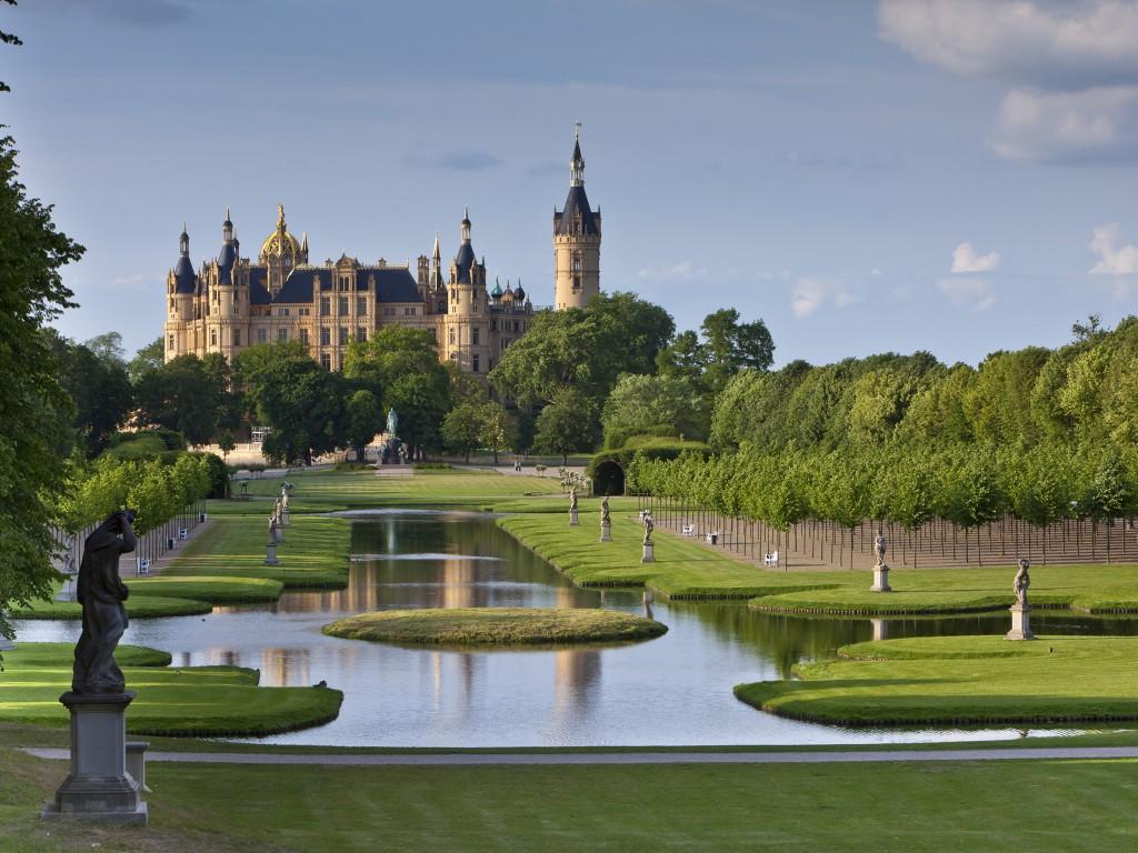 Park des Schweriner Schlosses - public park of the castle