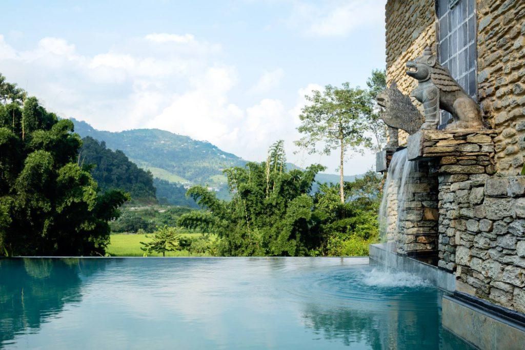 Pavilions Himalayas Pool mit Ausblick