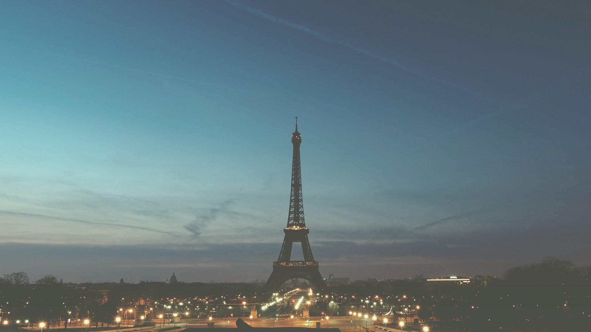 paris eiffelturm city night
