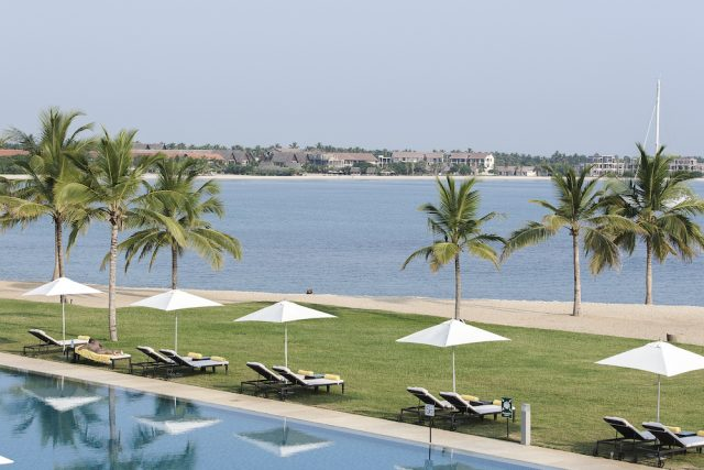Strand und Pool des Amaya Beach Resort