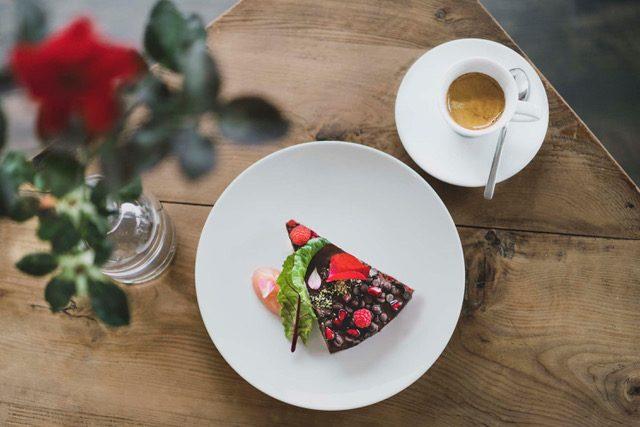 Veganer Kuchen Himbeer, Rote Beete, Rosen