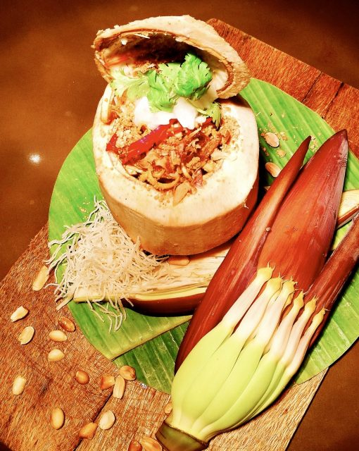 Kokos-Blüten-Salat mit Bananenblüte