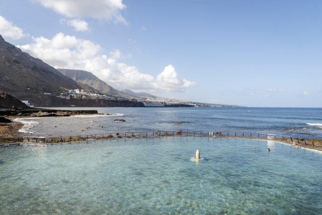 Meerwasserpool vor dem Océano Hotel Health Spa