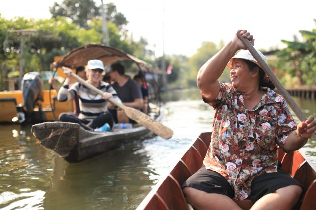 Paddle through Koh Sarn Chao and explore the quarter from a whole different angle.