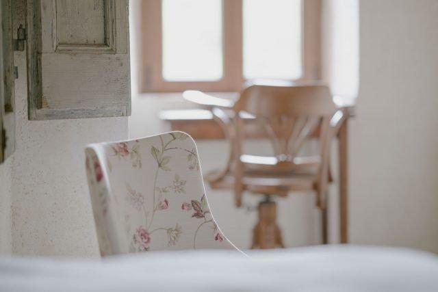 Vegan furniture: Antiques and organic textiles, Agrivilla i pini