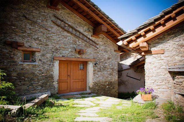 The old hamlet transformed into an eco-village. © Sagna Rotonda
