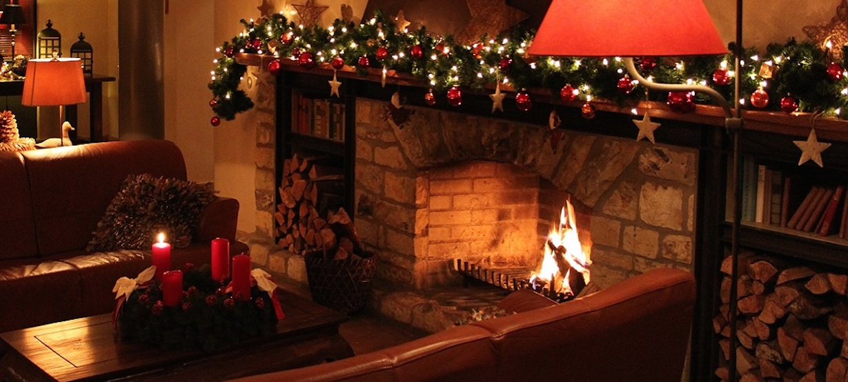 Christmas and crackling fireplace. © Speicher am Ziegelsee
