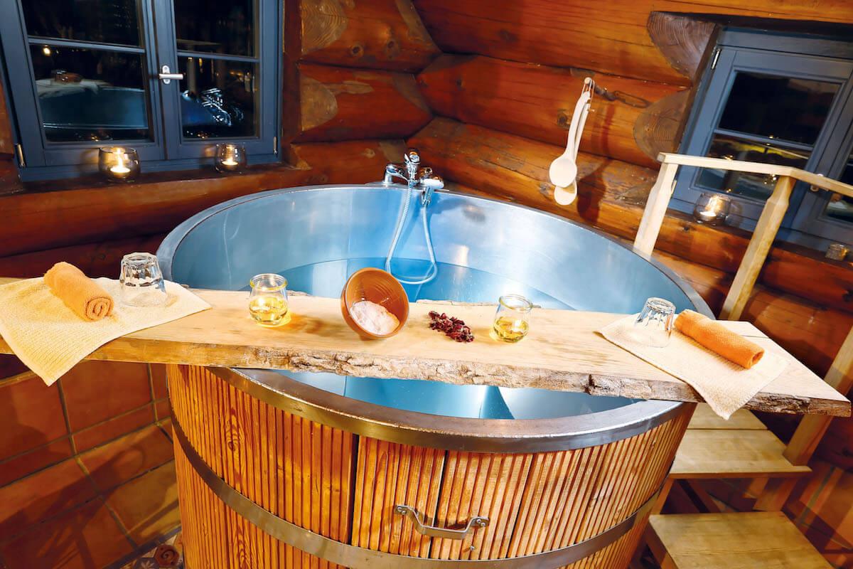 Wooden bath tub. © Hotel Lamm Mitteltal